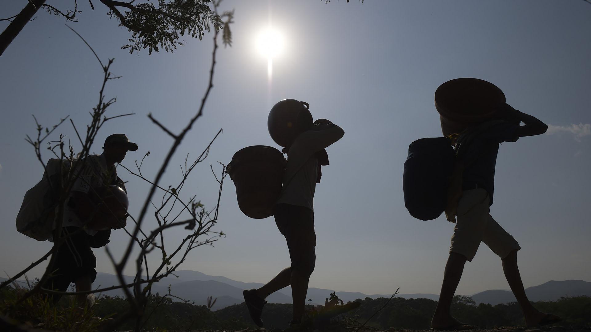 Las trochas son especialmente peligrososo porque grupos criminales suelen aprovecharse de la desesperación de la gente por llegar a Venezuela. Hay extorsions y secuestro