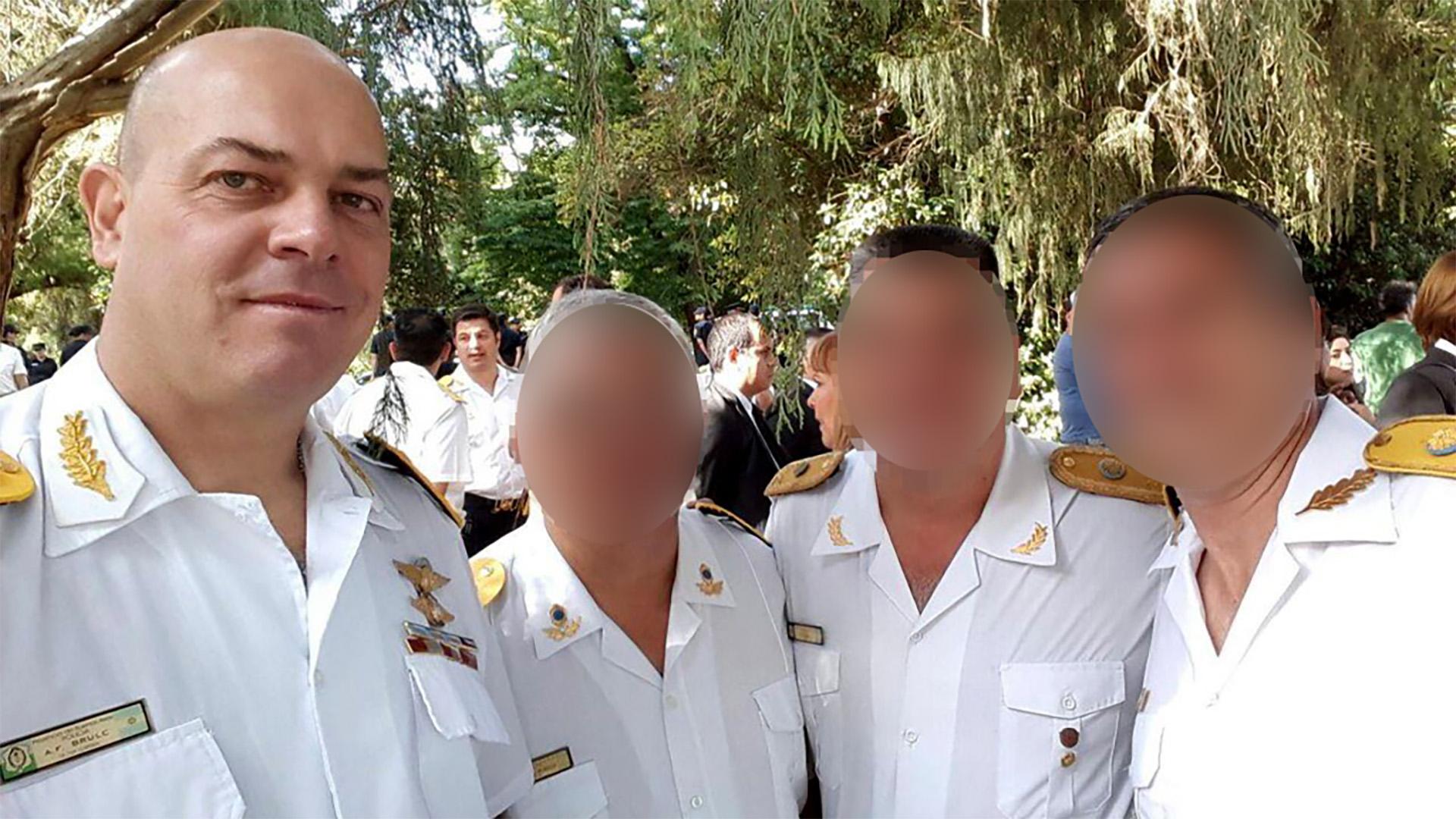 El comisario Brulc (izquierda) se negó a declarar tras su detención