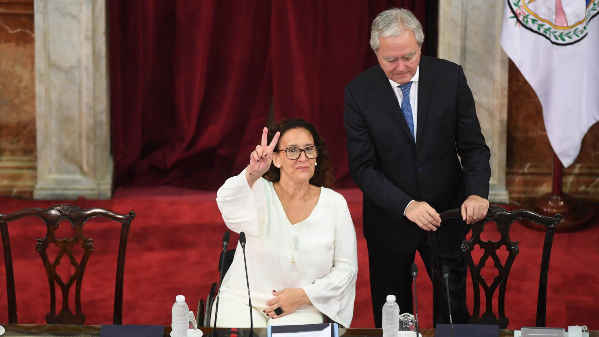 ¿Michetti peronista? La vicepresidente fue fotografiada mientras hacía una seña similar a la V de la Victoria