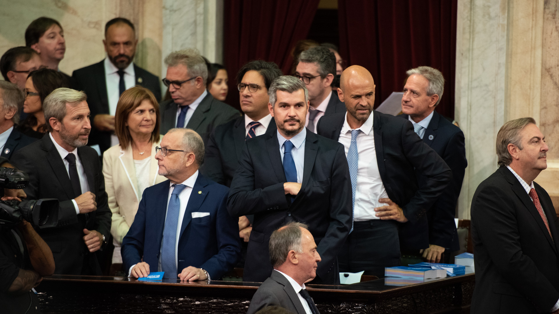 El jefe de Gabinete, Marcos Peña, junto al resto de los ministros
