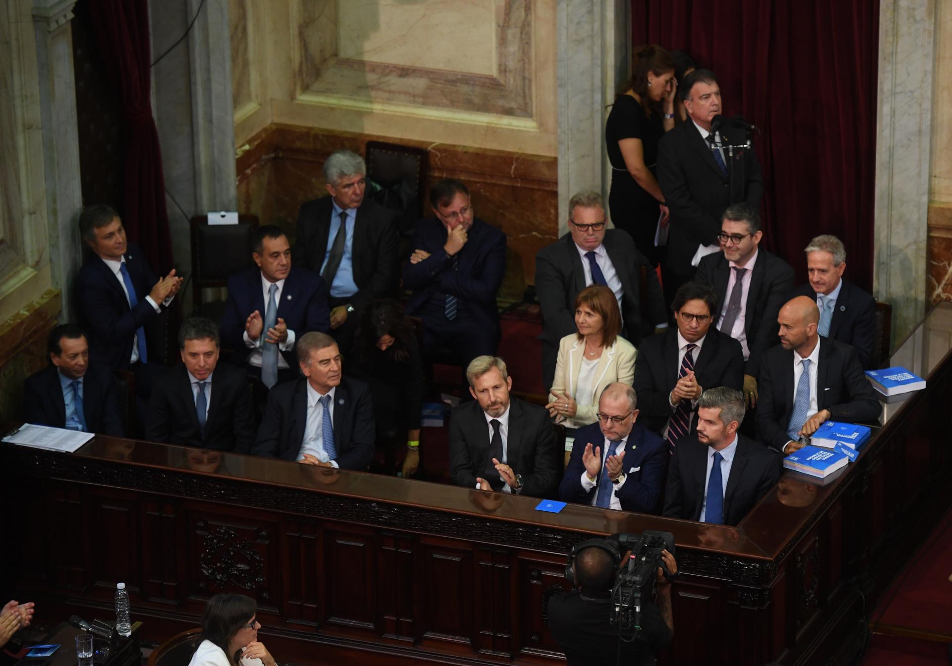 El gabinete de ministros siguió la Asamblea Legislativa desde el recinto