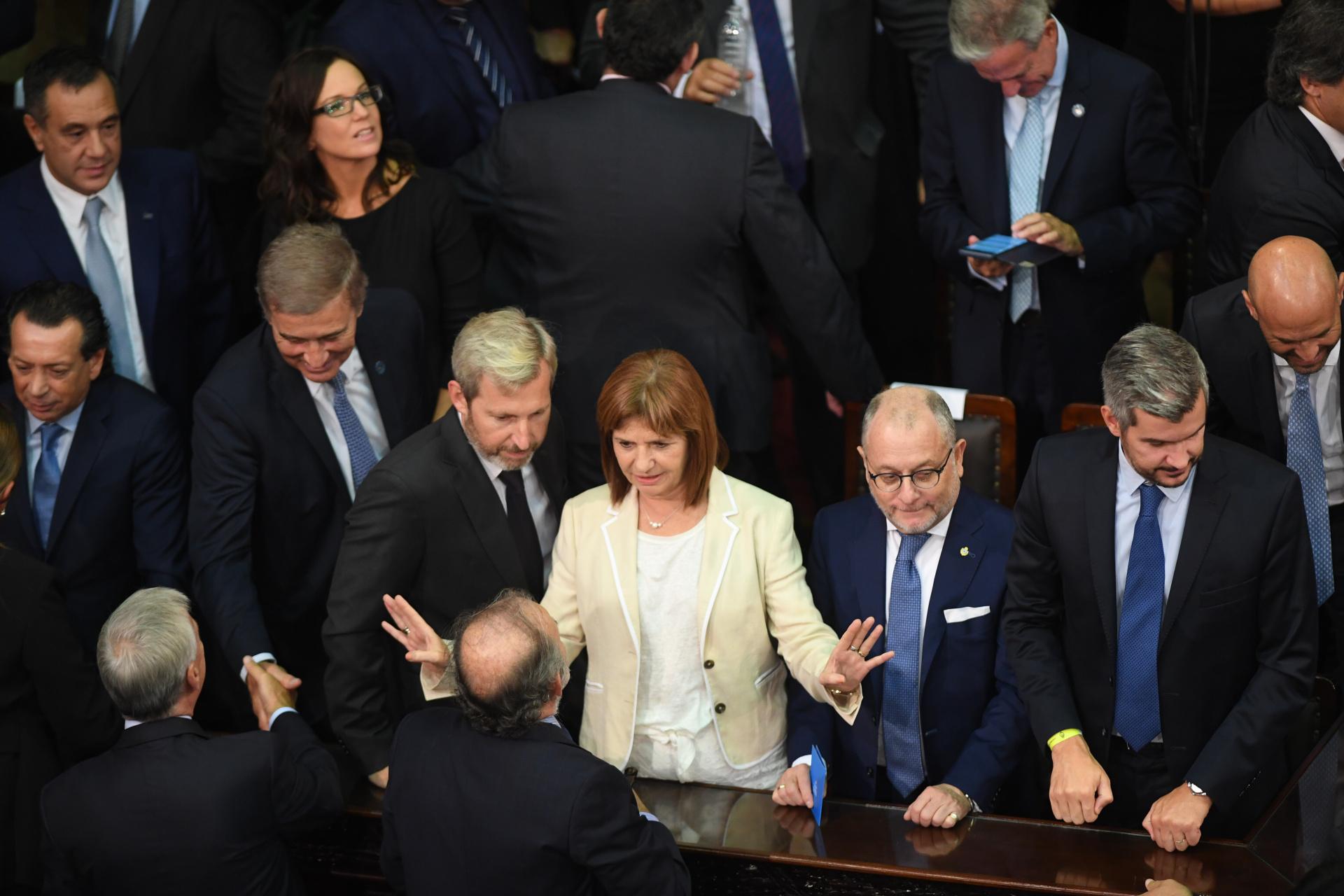 La ministra de Seguridad, Patricia Bullrich, ordena al resto de los integrantes del Gabinete