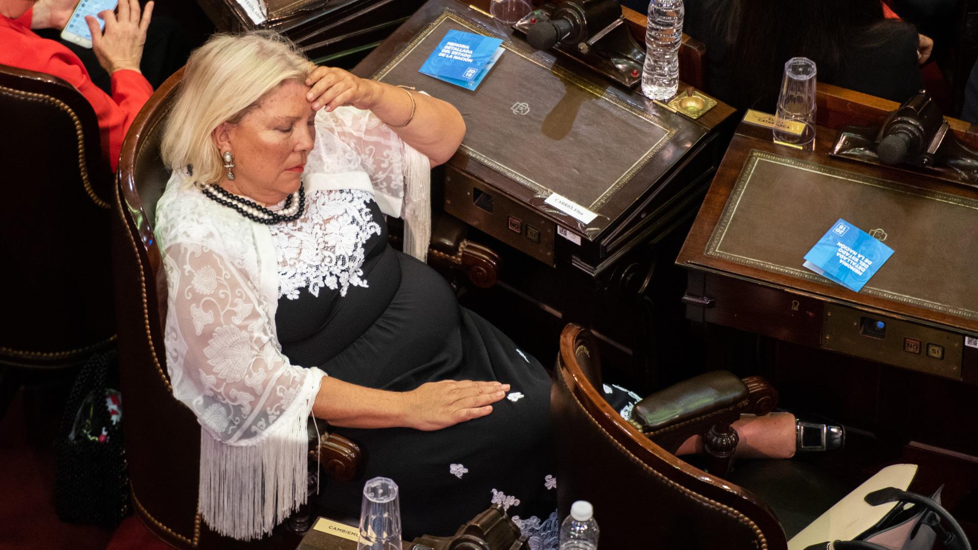 Elisa Carrió se toma un respiro en medio de la sesión