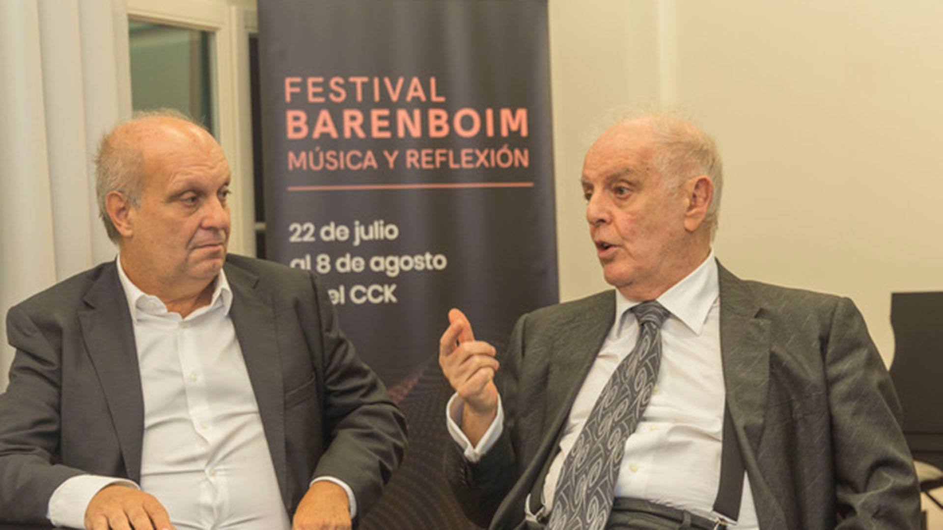 """""""El sentido es reflejar los grandes debates de nuestro tiempo en el marco de un maravilloso programa musical especialmente elegido por el maestro Barenboim para esta edición del Festival"""", dijo el secretario de Medios Lombardi."""
