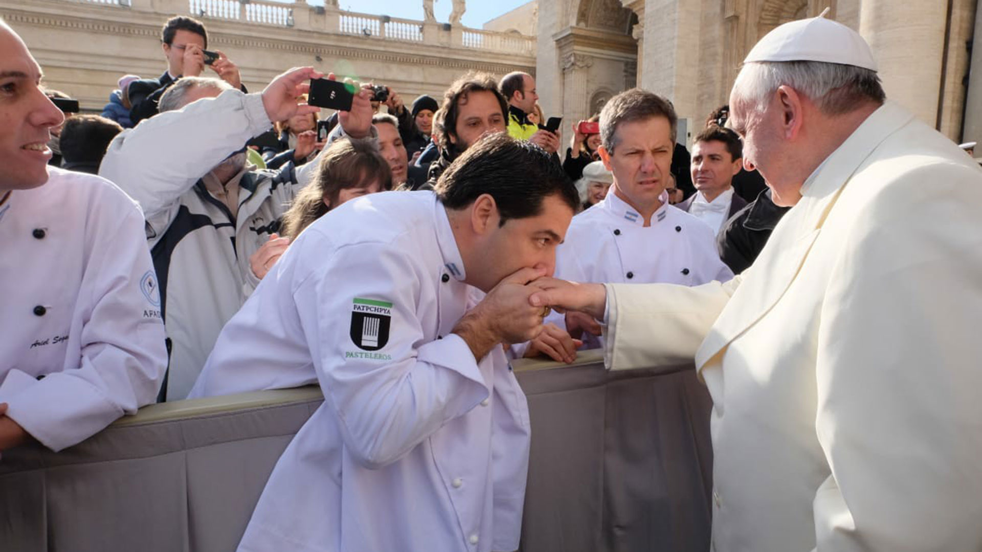 Maximiliano Maccarrone es el maestro heladero que le llevó helado al papa Francisco en 2014