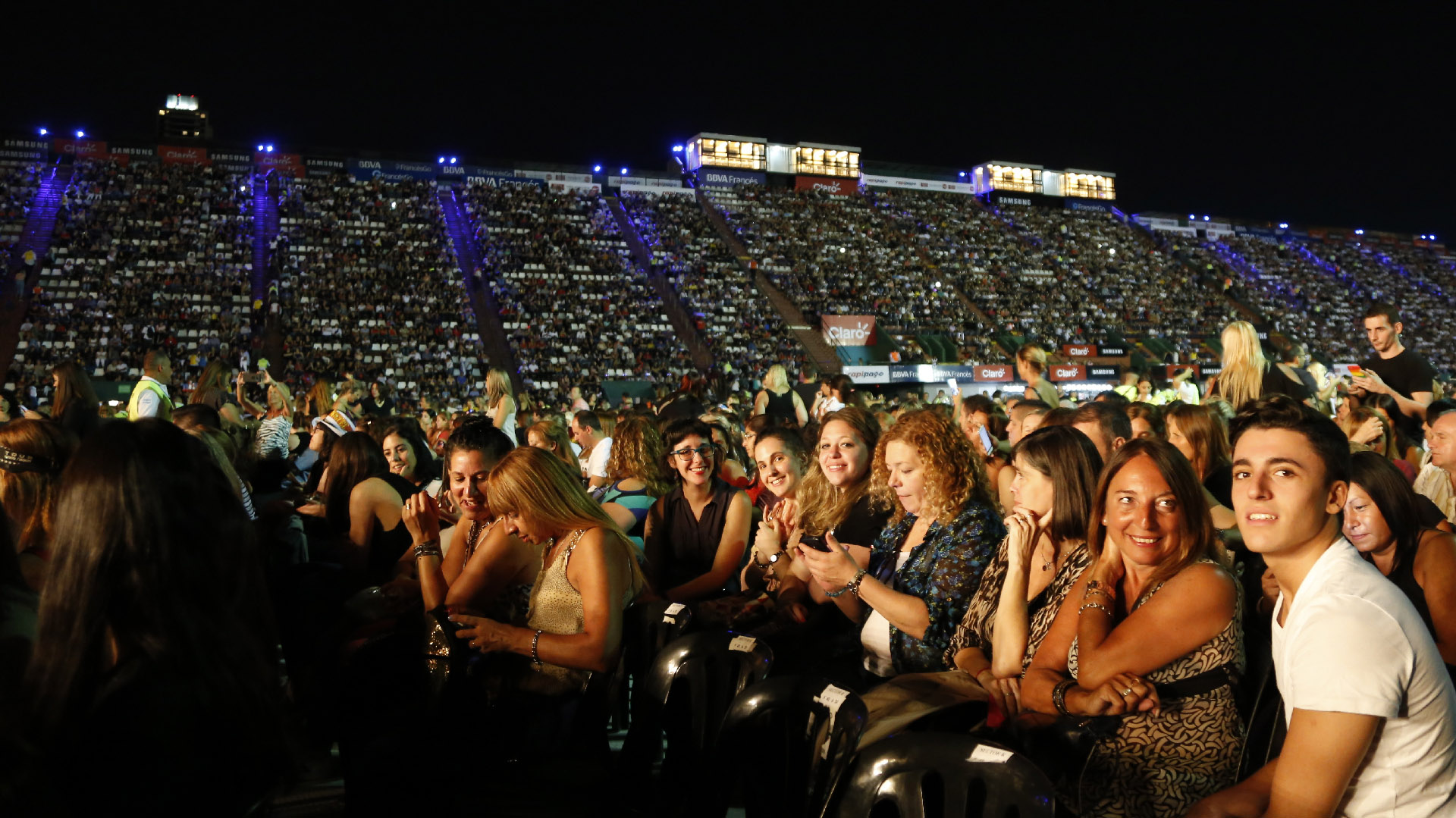 El estadio no presentó ni un solo lugar vacío a la hora en la que comenzó show