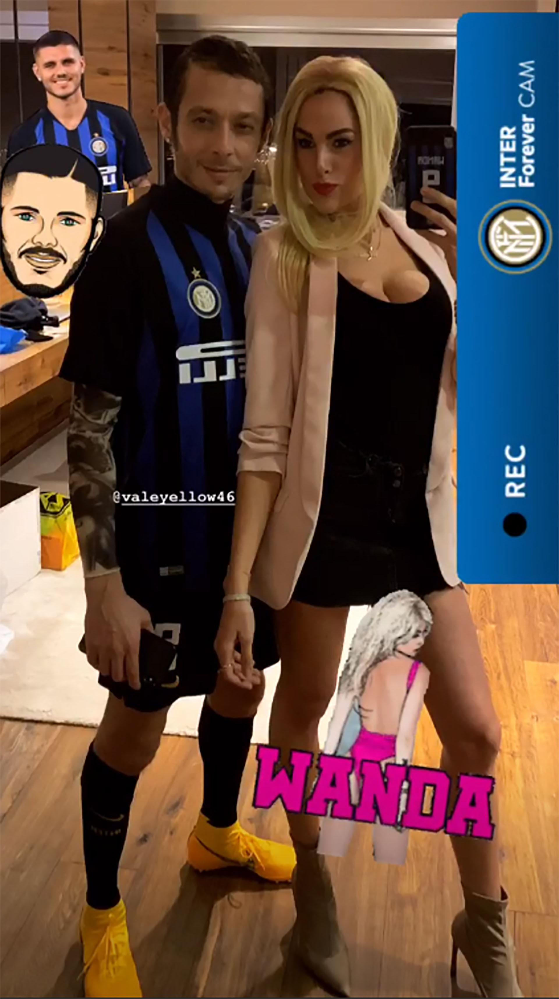 El disfraz de Valentino Rossi y su novia (@francescasofianovello)