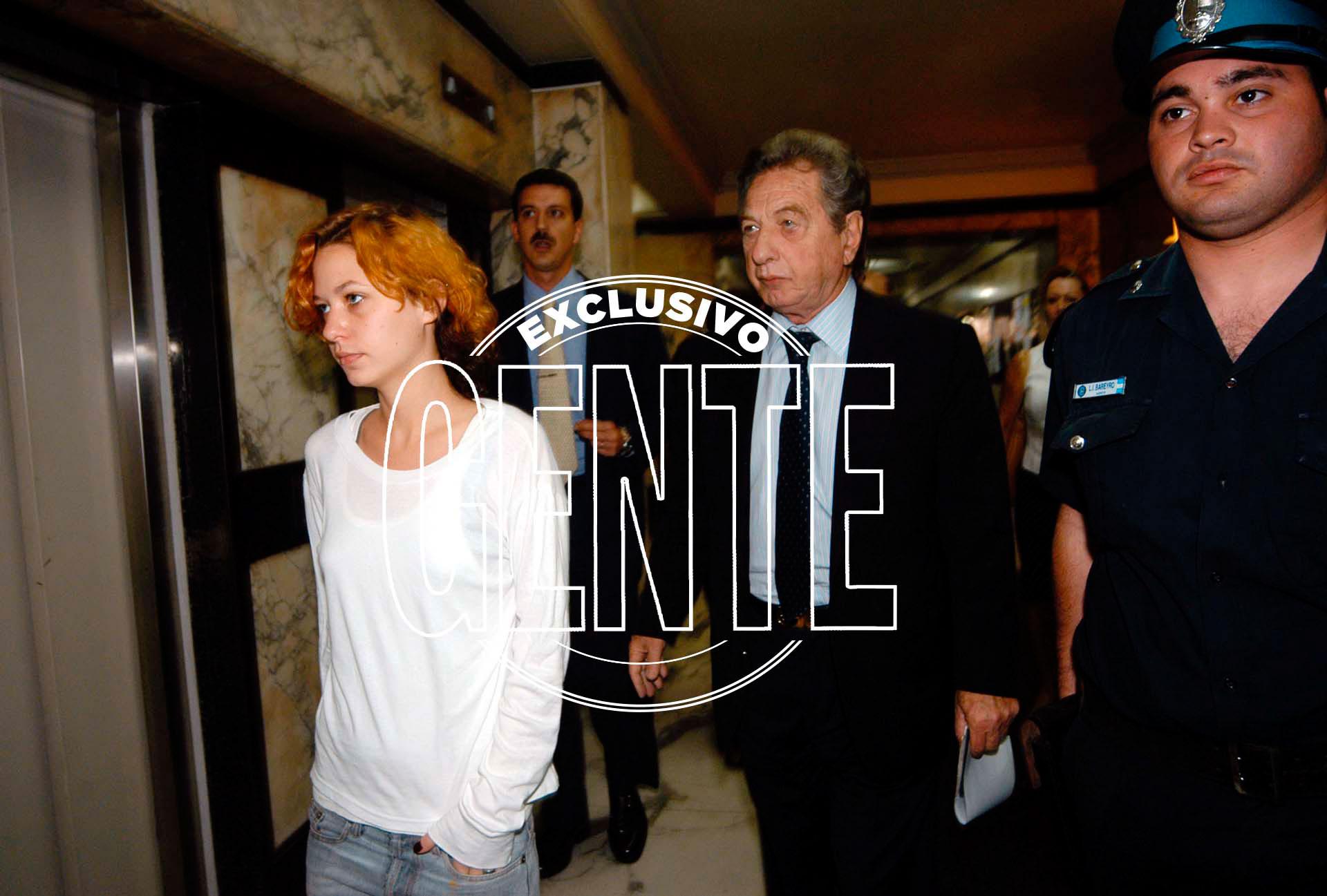 Franco Macri junto a su hija Florencia, en el juicio por su secuestro en el 2004. Foto: Enrique García Medina/GENTE