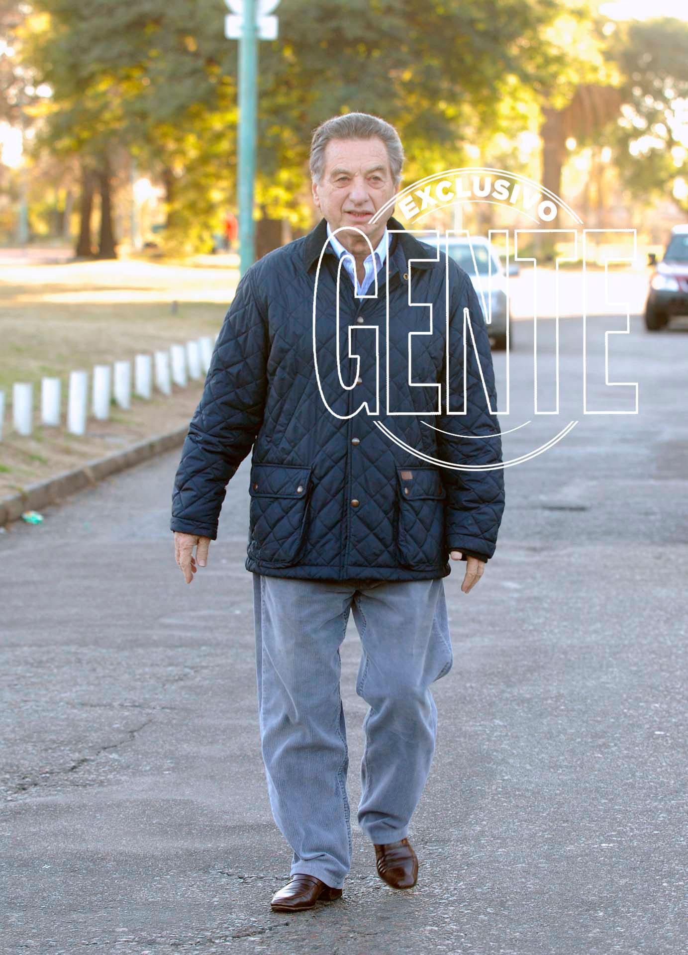 El padre del Presidente, saliendo de votar. Foto: Enrique García Medina/GENTE