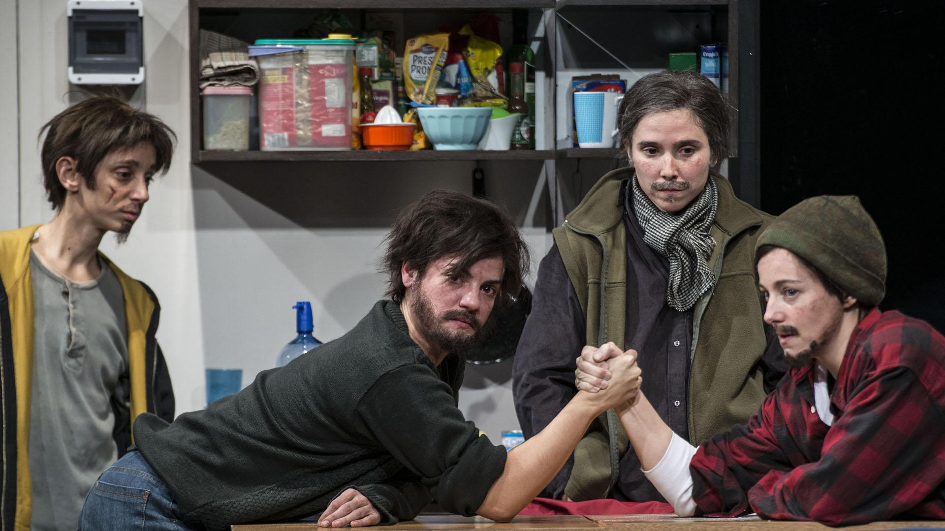 """Petróleo"""": el fenómeno teatral del grupo 'Piel de Lava', que agota entradas  en el San Martín - Infobae"""