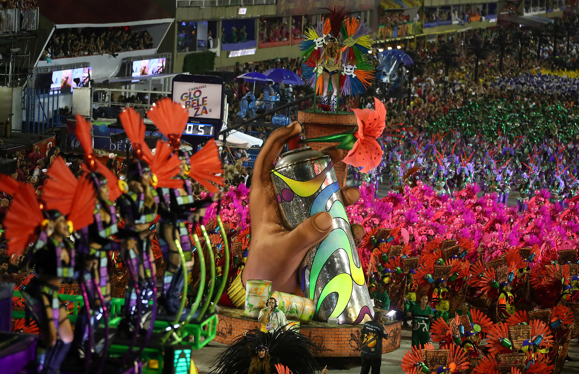 """Varios """"enredos"""" (temas) de los desfiles se presentan este año como un desafío a la ola ultraconservadora que llevó al poder al presidente Jair Bolsonaro"""