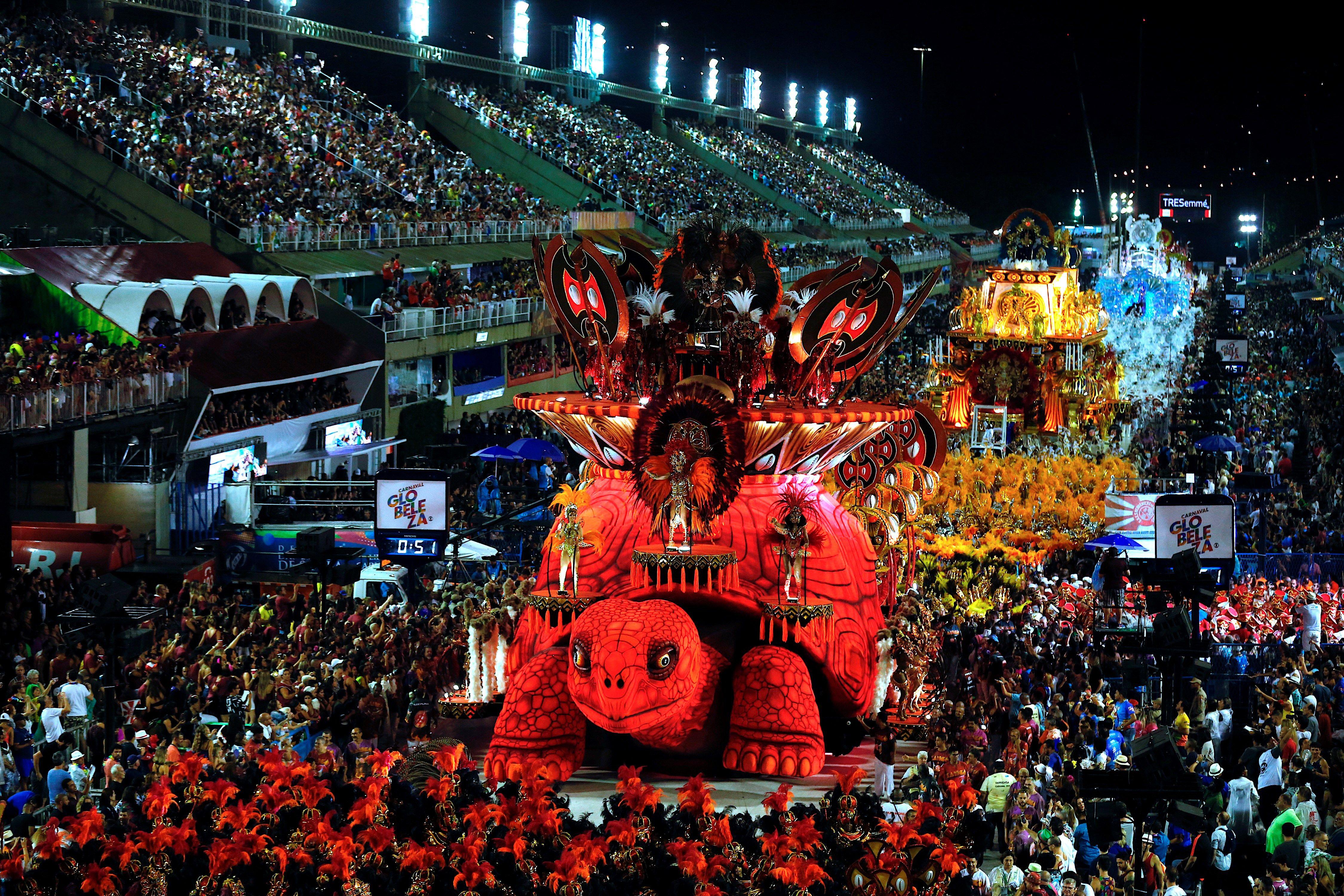 El carnaval nunca tuvo olor de santidad en el país con más católicos del mundo, que en las últimas décadas se ha convertido también en un bastión de las iglesias pentecostales