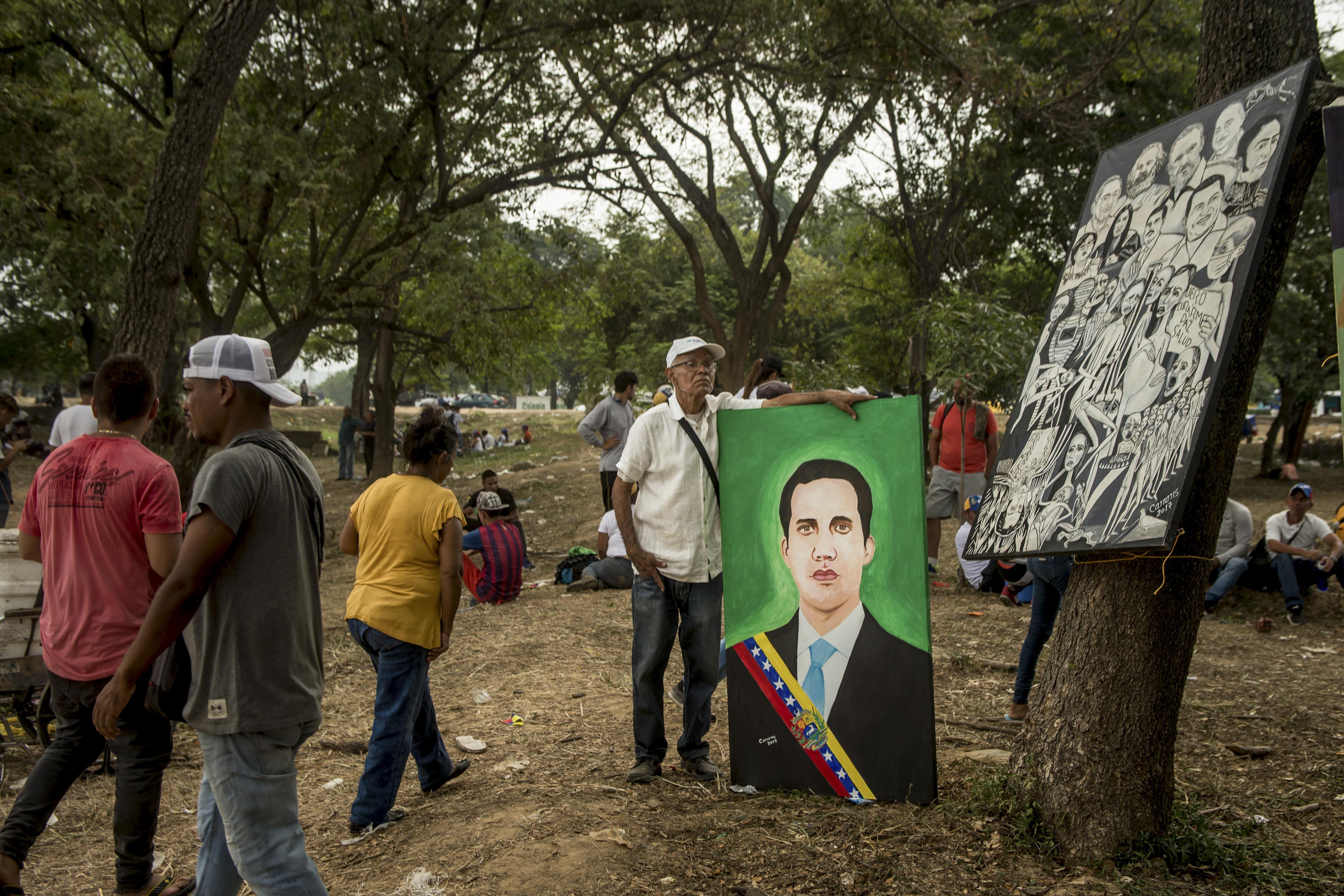 Una pintura de Juan Guaidó en el lado colombiano del puente fronterizo que conecta con Venezuela (Meridith Kohut/The New York Times)