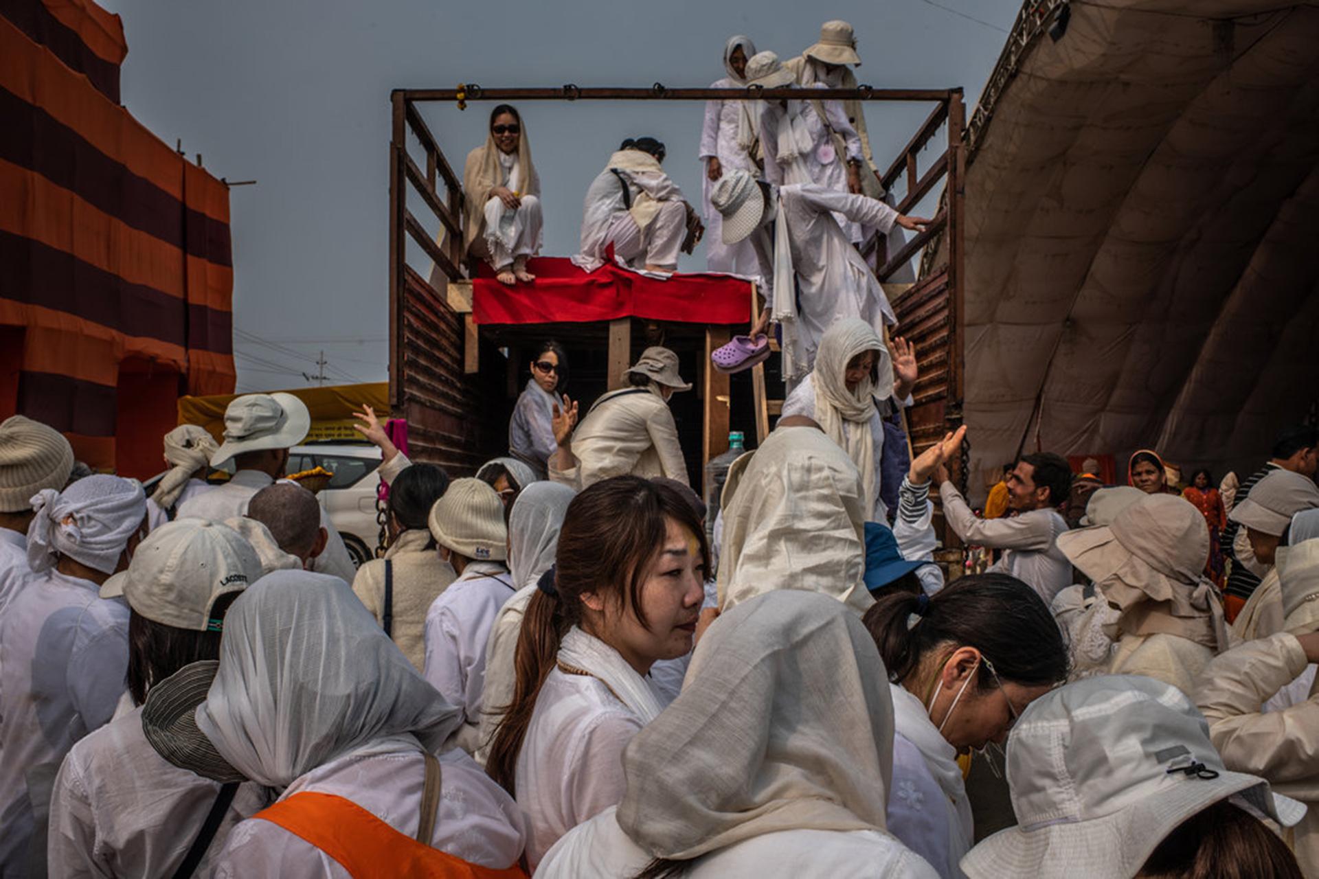 El gobierno indio promocionó el festival en el extranjero, por lo que en la edición de este año asistieron muchos visitantes japoneses y de otros países. (The New York Times)