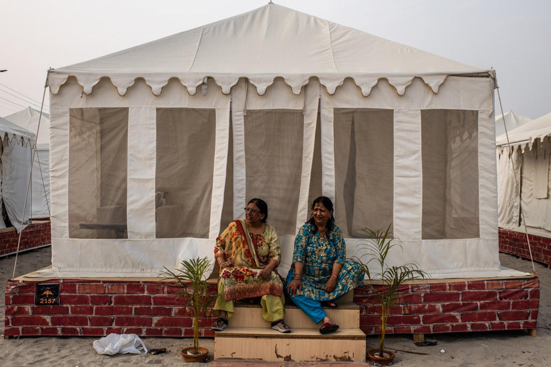 Los huéspedes del Indraprastham Tent City, un lujoso campamento. (The New York Times)