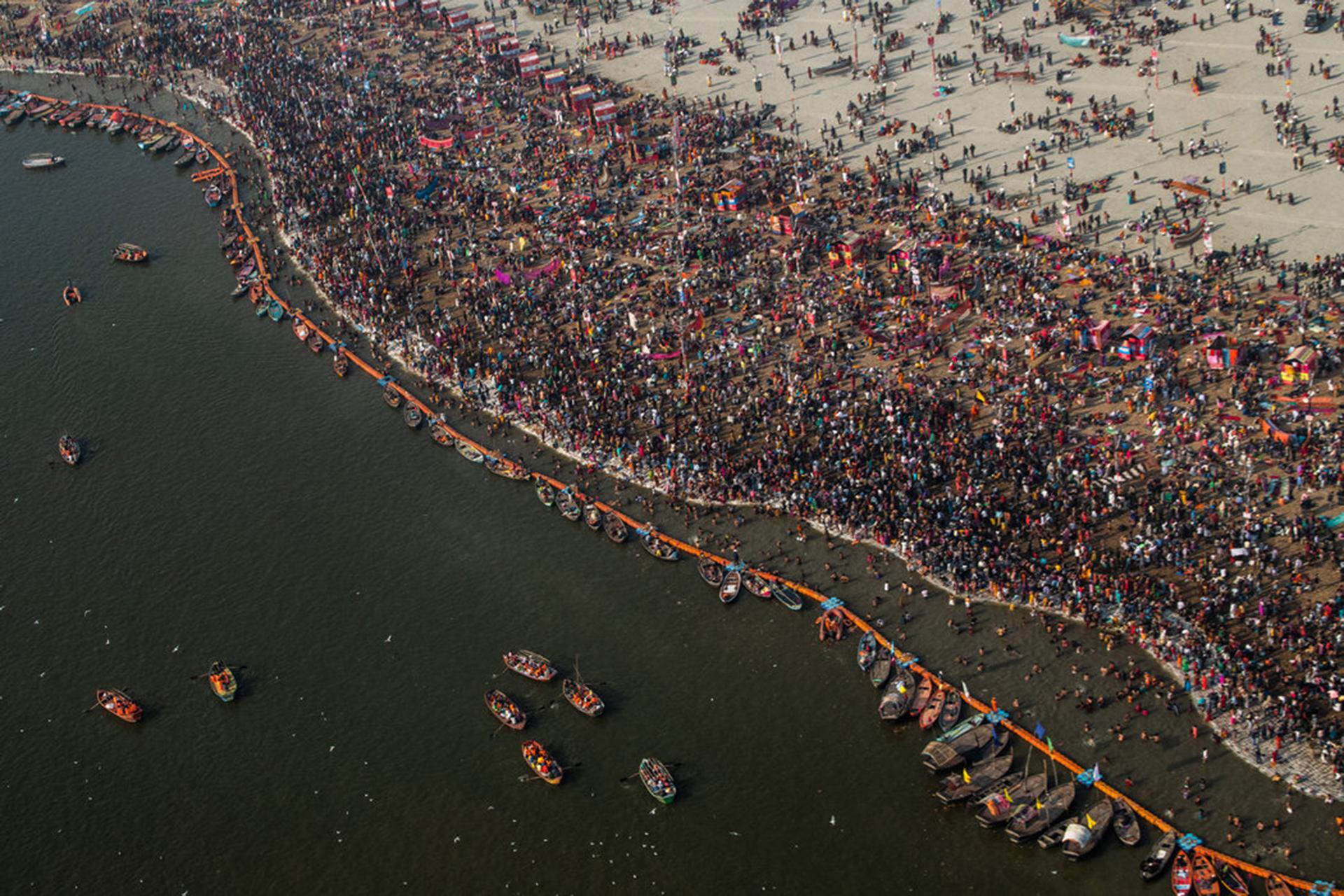 El lugar donde se realizan los baños rituales en Sangam, en la confluencia de los ríos Ganges y Yamuna. (The New York Times)