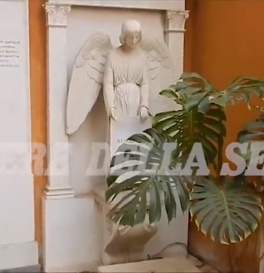 La tumba que la familia de Emanuela Orlandi pide investigar (Corriere della Sera/Captura de pantalla)
