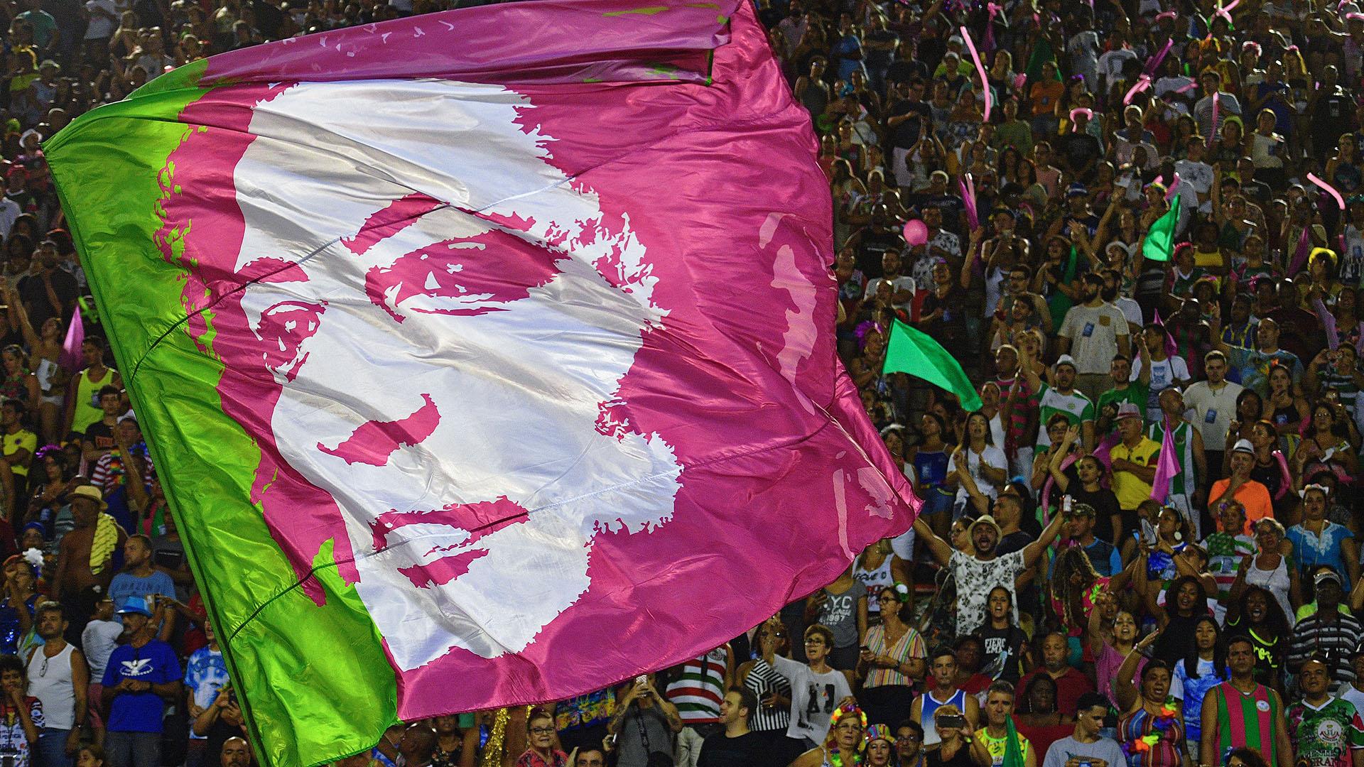Una bandera con el rostro de Marielle Franco(CARL DE SOUZA / AFP)