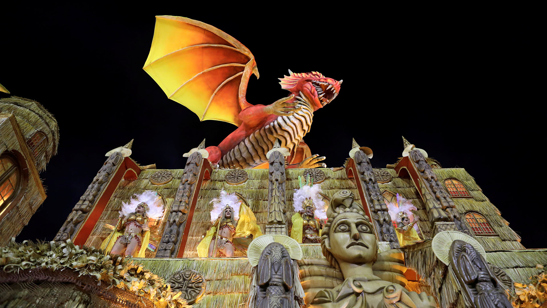 Un dragón en la carroza de Uniao da Ilha ( REUTERS/Sergio Moraes)
