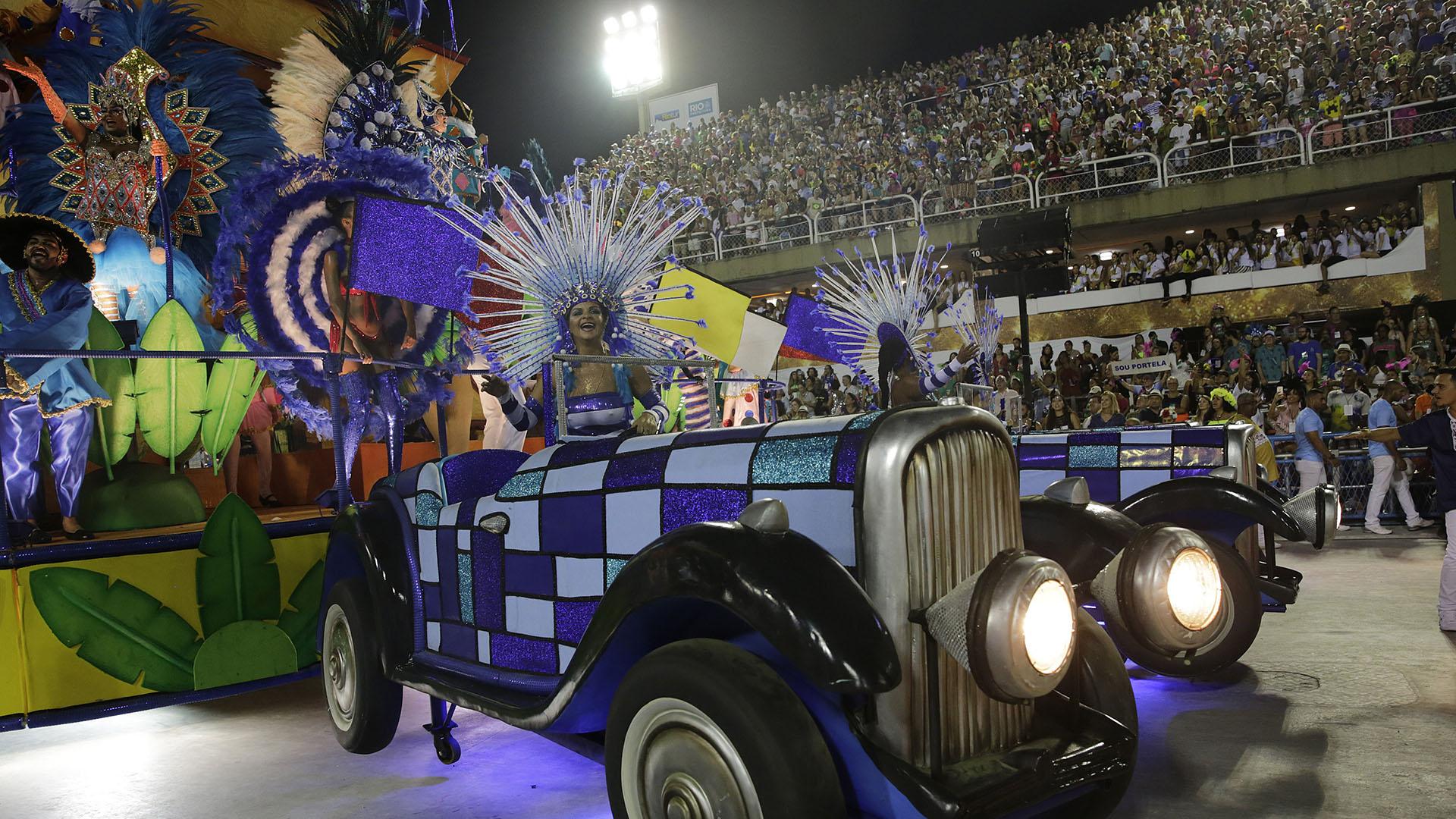 Un auto, la imagen elegida por la escuela Portela(AP Photo/Silvia Izquierdo)
