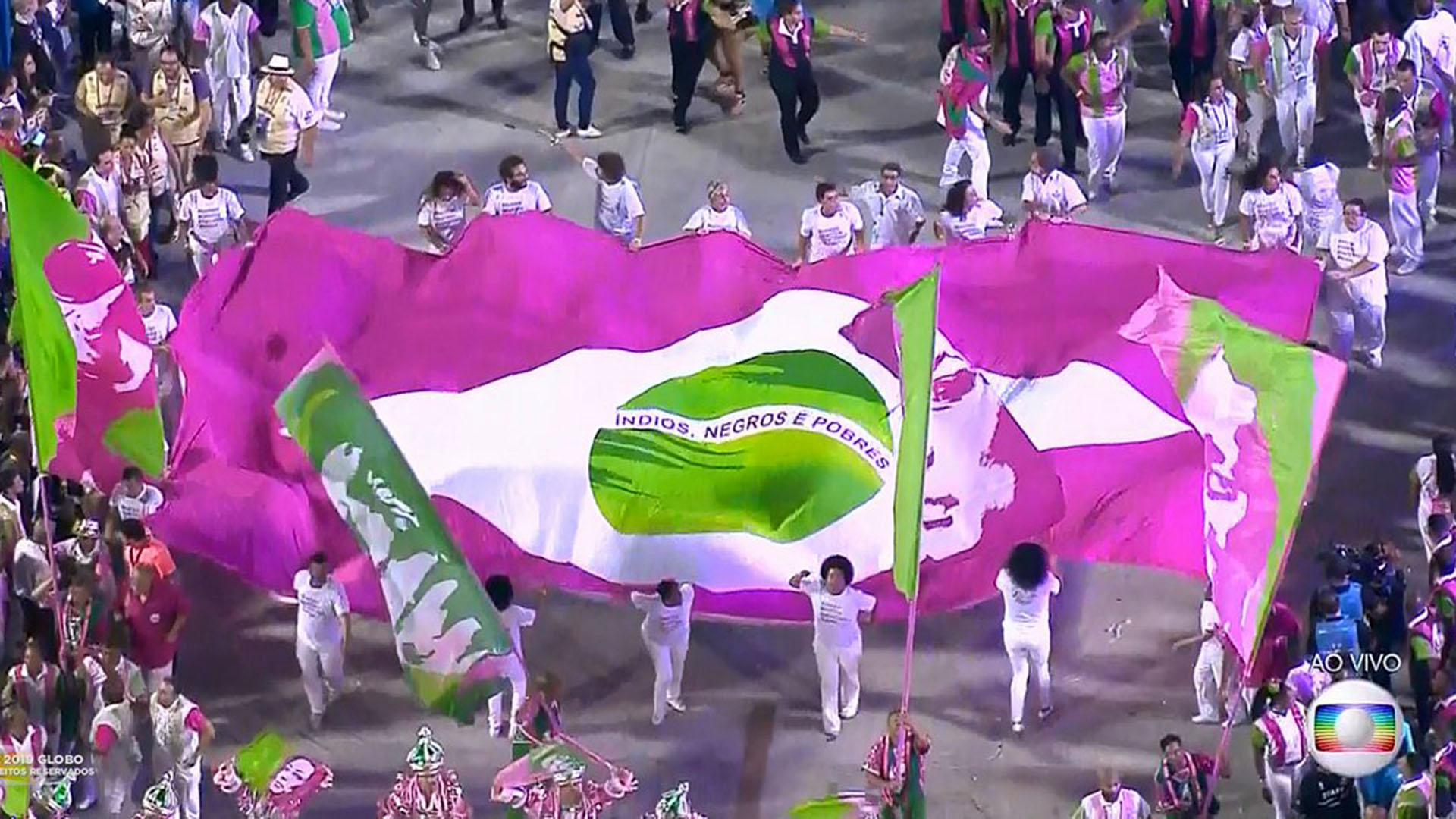 La bandera de Brasil presentada por el grupo Mangueira