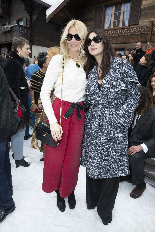 Claudia Schiffer y Monica Bellucci – en la front row
