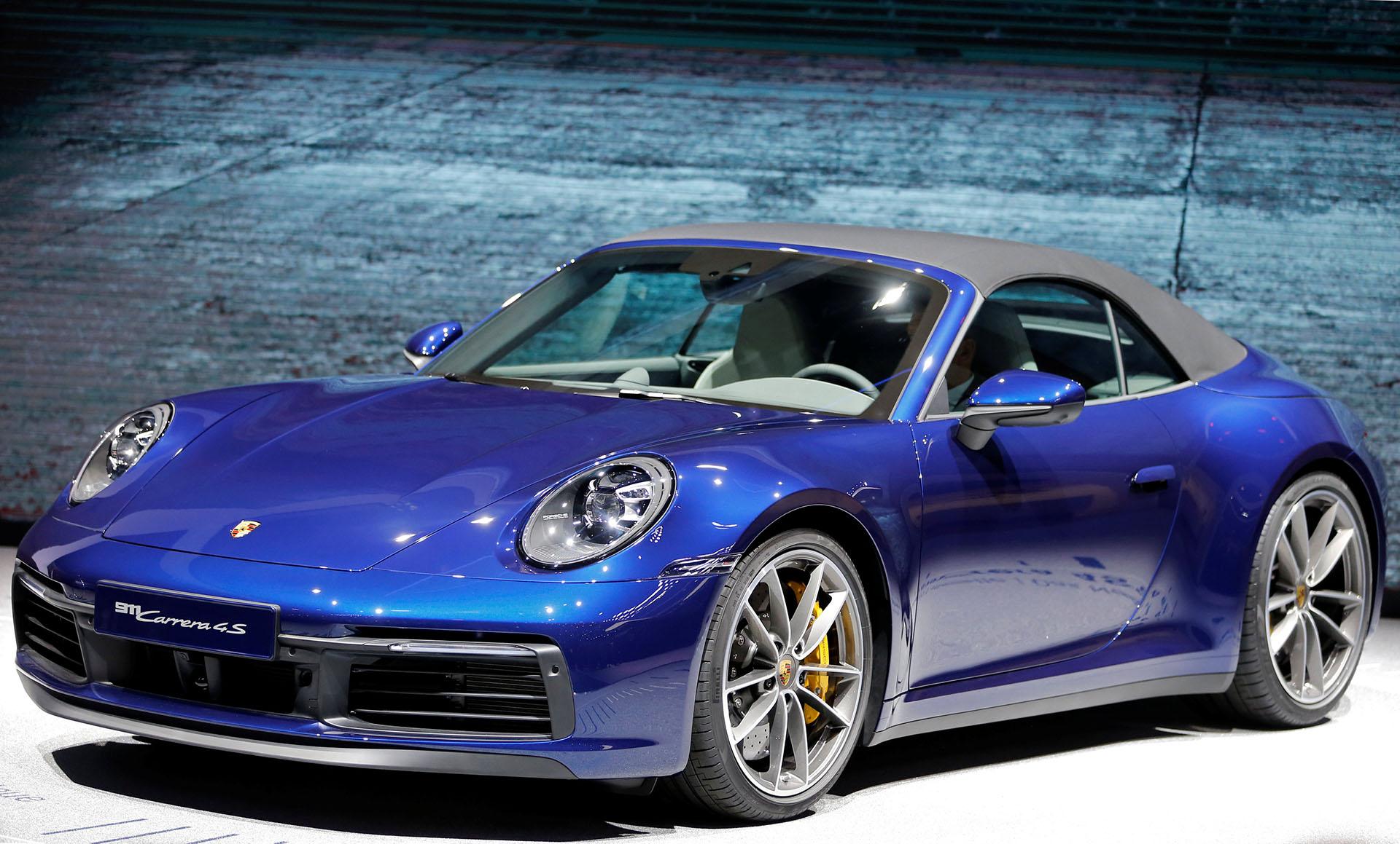 El Porsche 911 Cabriolet está equipado con un motor biturbo de 450 caballos que permite alcanzar una velocidad máxima superior a los 300 km/h así como acelerar de 0 a 100 km/h en menos de 4 segundos