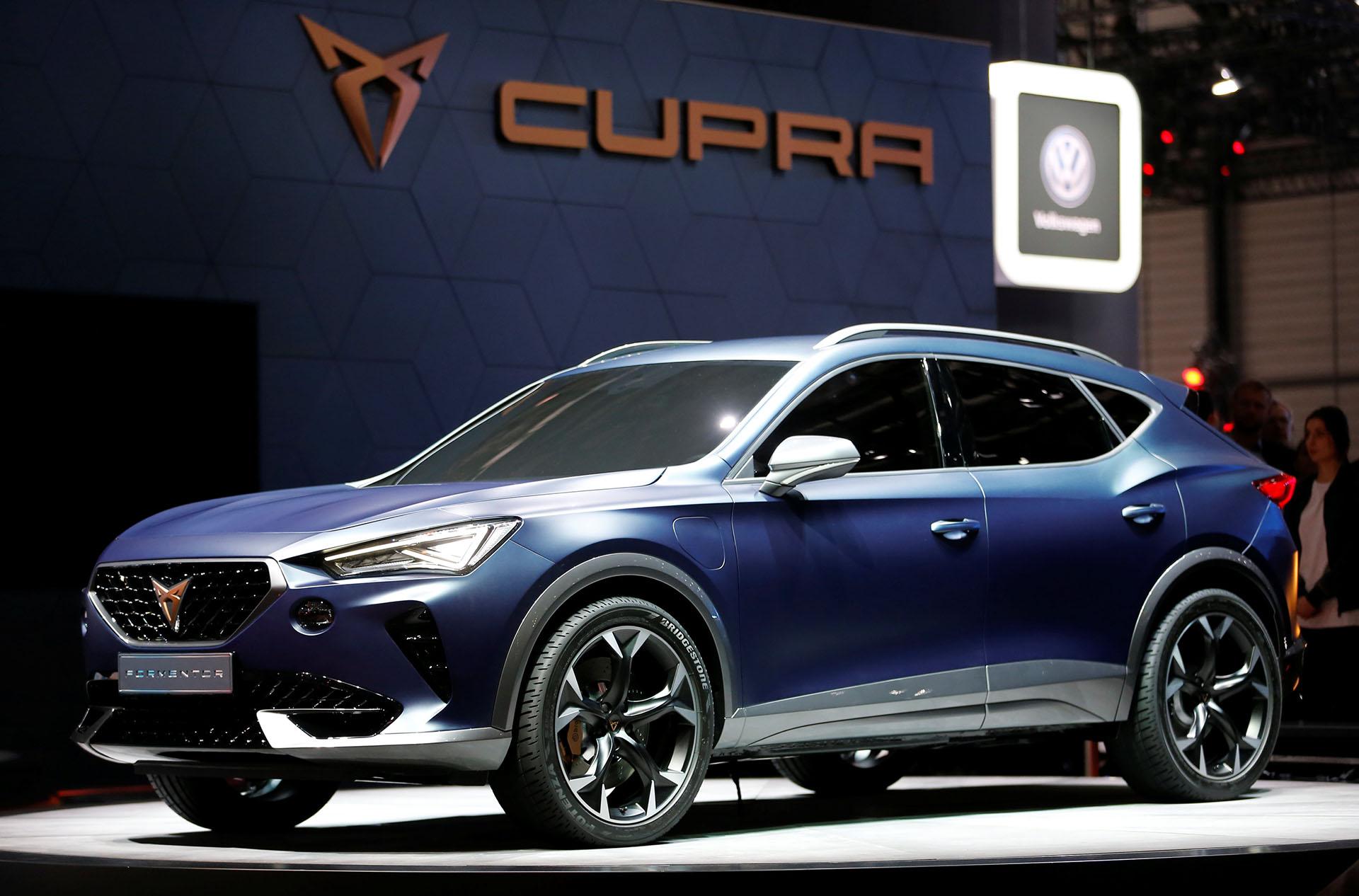 El nuevo SEAT Cupra Formentortiene propulsión híbrida enchufable y una potencia de 245 caballos