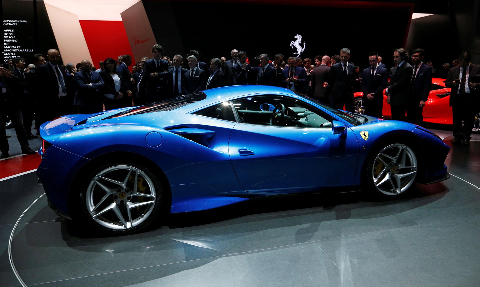 """La Ferrari F8 Tributo tiene unmotor V8 de serie más potente de la historia de Ferrari y ella le debe el nombre de """"Tributo"""", ya que el coche rinde homenaje a esta familia de propulsores"""