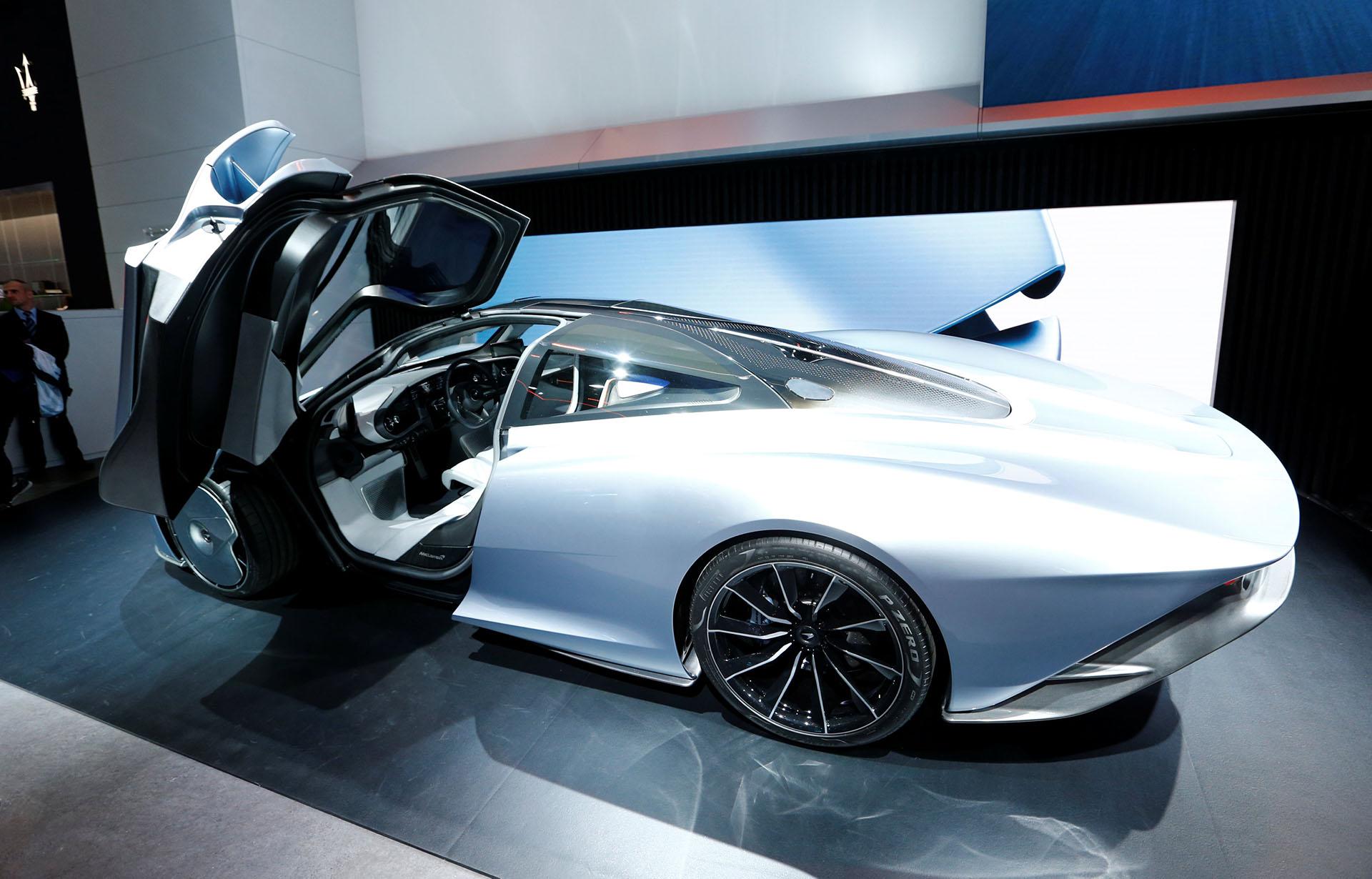 El hypercar híbrido McLaren Speedtail combina un V8 de doble turbo y un motor eléctrico de 308 hp para lograr un total de 1035 hp.