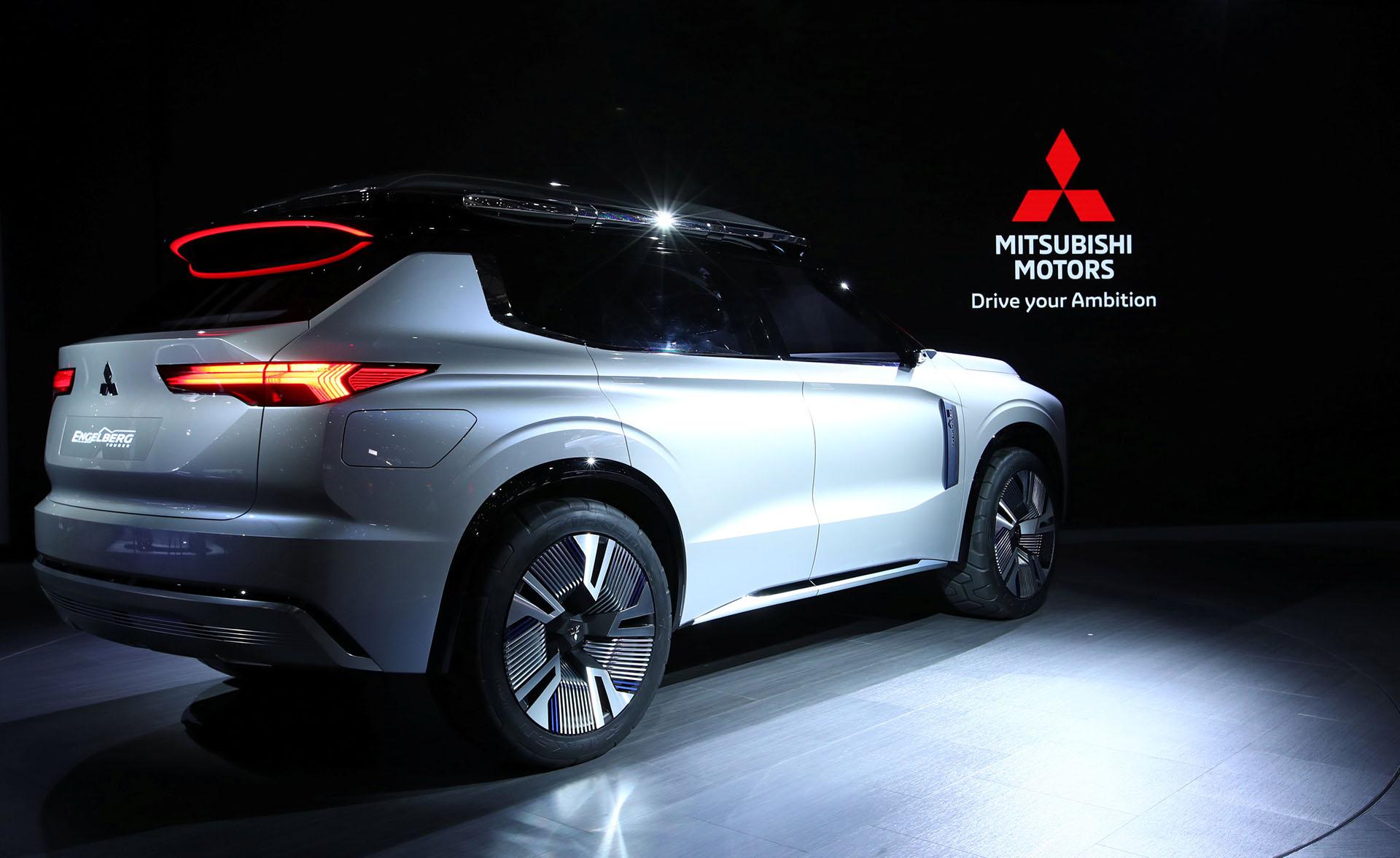 El Mitsubishi Engelberg Toureres un SUV híbrido enchufable con la característica de que también puede transferir su energía al hogar