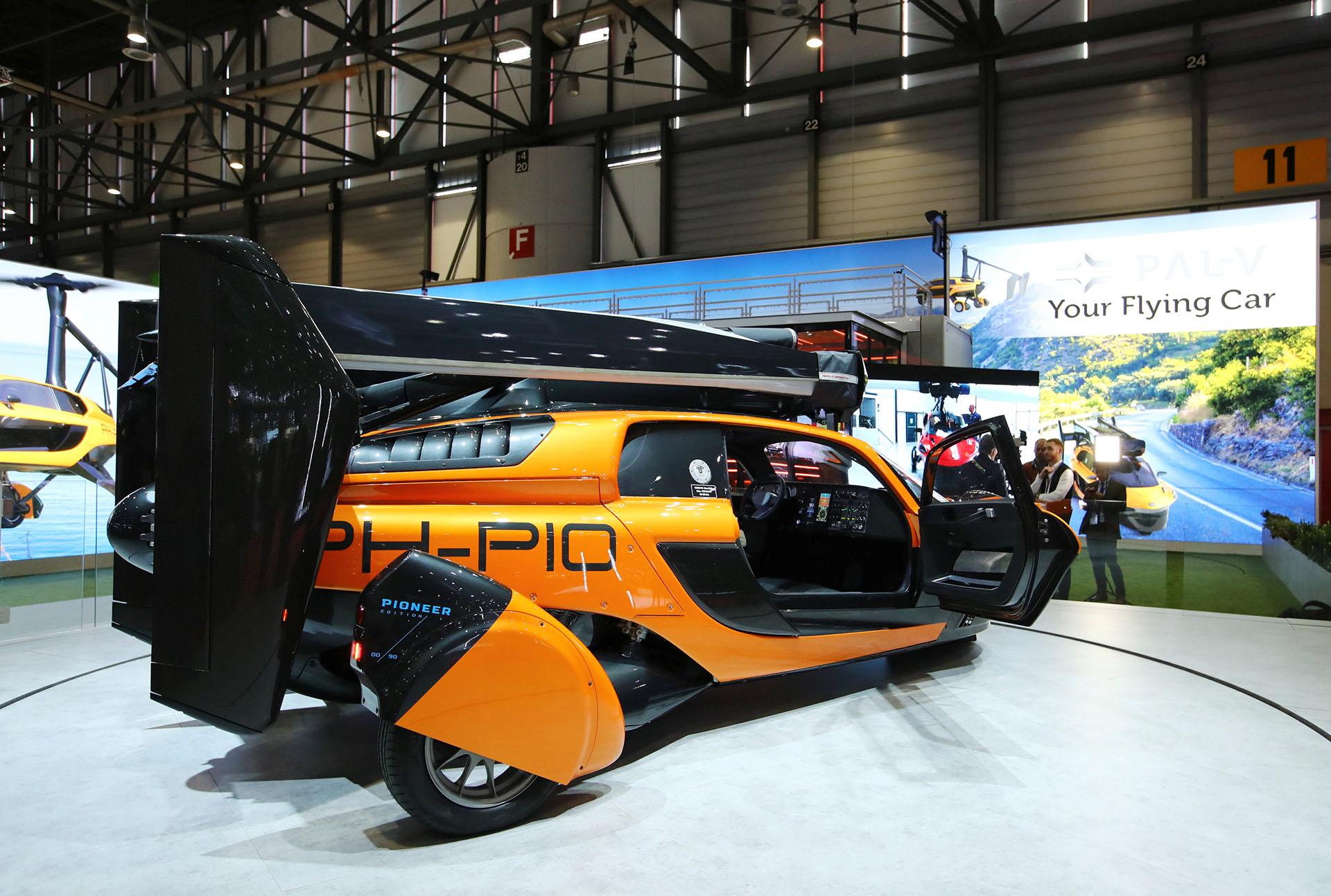 Con capacidad para 2 personas con 90 kilos de equipaje, el PAL-V Flying Car promete ser el primer automóvil volador del mercado