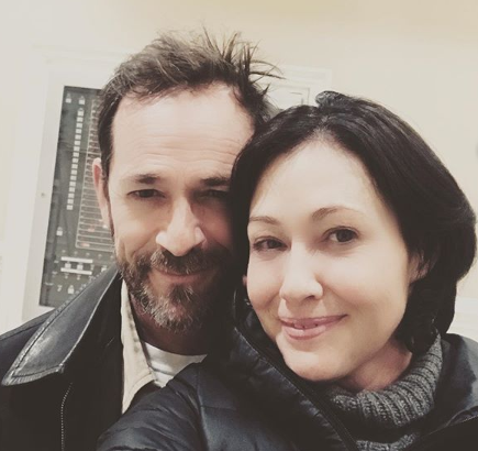 Luke Perry y Doherty en una foto que se tomaron recientemente (Foto: theshando)