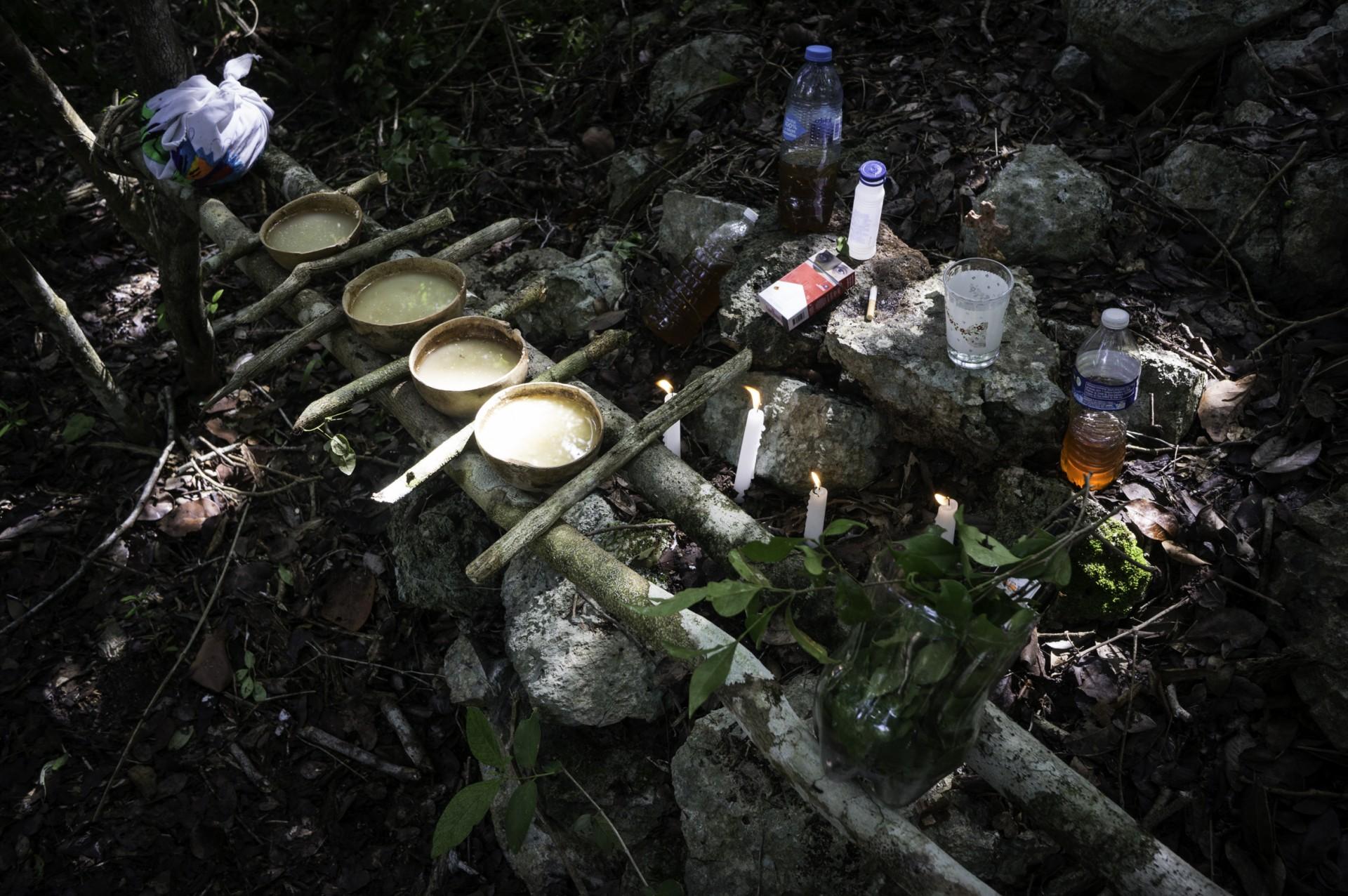 """""""Si nos dejaron entrar finalmente, el sacerdote dijo que había tres espíritus de la cueva, tres alushes que nos permitían el acceso"""" dijo De Anda (Foto: Karla Ortega)"""