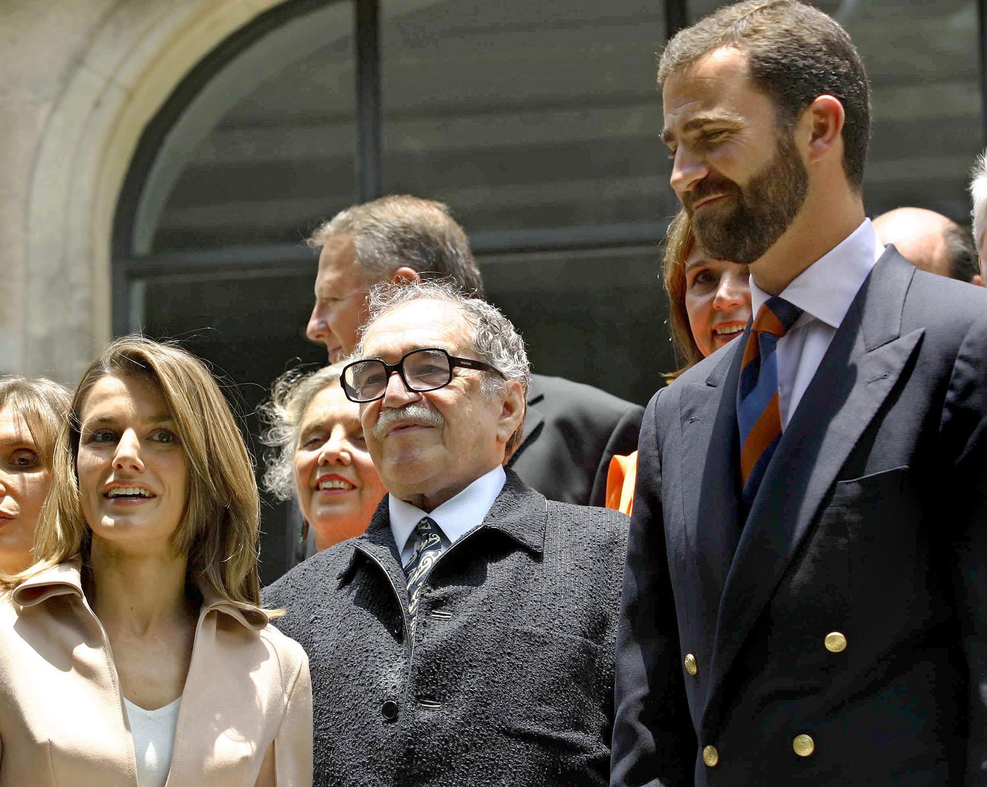 El primer compromiso oficial de los recién casados los encontró junto al escritor colombiano Gabriel García Márquez en el Congreso Hispánico de Monterrey, en México.