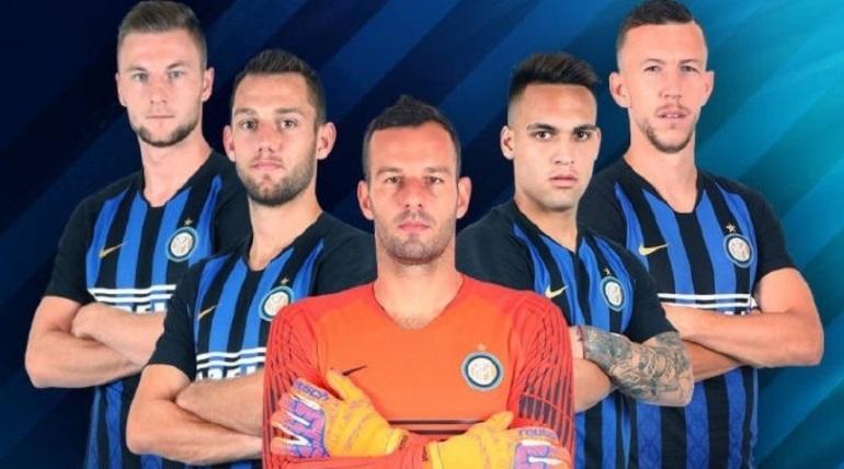 El Inter omitió colocar a Mauro Icardi en el acuerdo comercial con una empresa china. En la imagen aparecenMilan Škriniar, Stefan de Vrij, Samir Handanovic, Lautaro Martinez e Ivan Perisic.