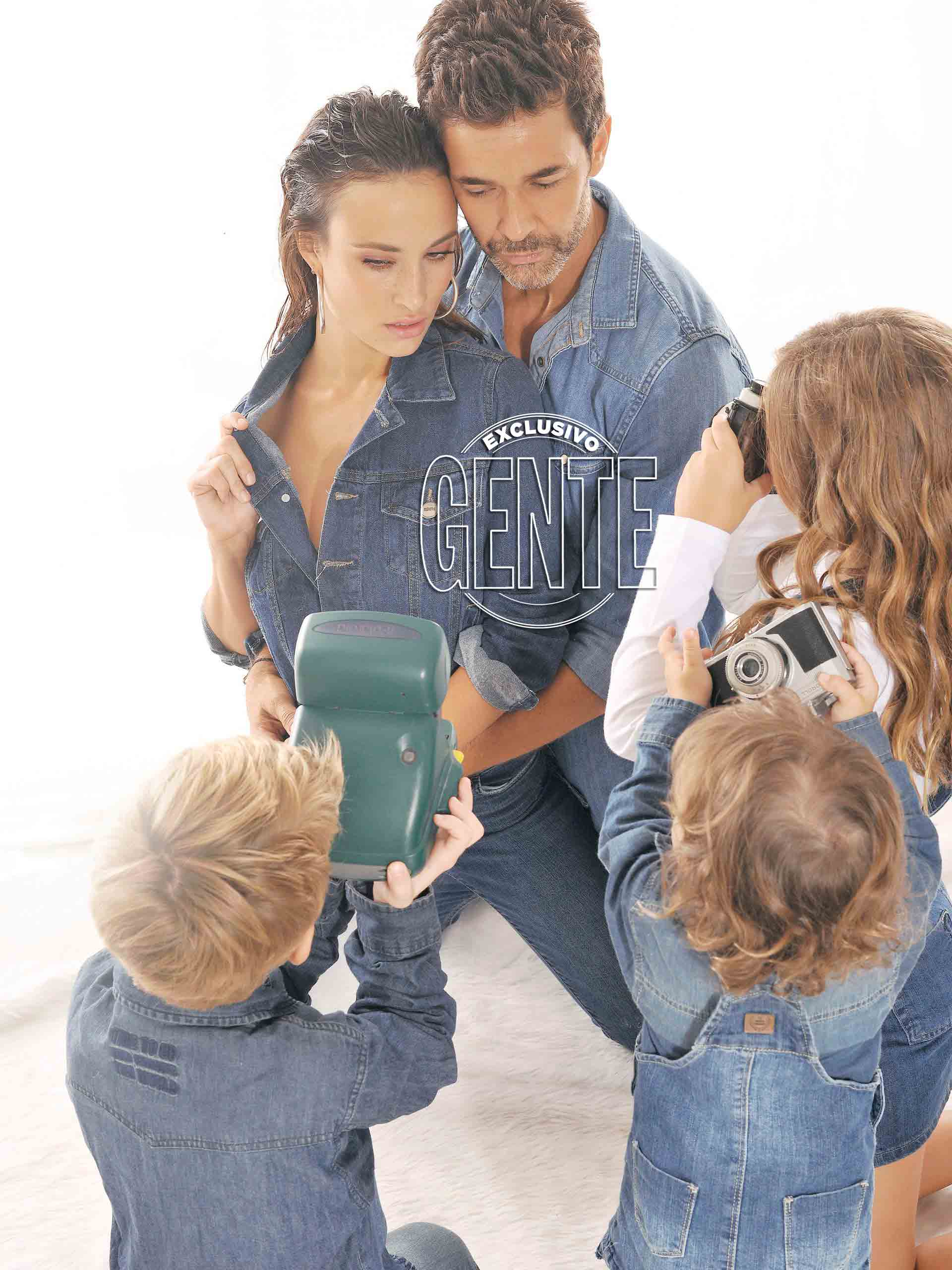 """""""Aunque en esta fotos estemos los cinco, nuestra familia se completa con Juli (Giambroni, su ex) y su pareja Mati (Di Chiara)"""""""