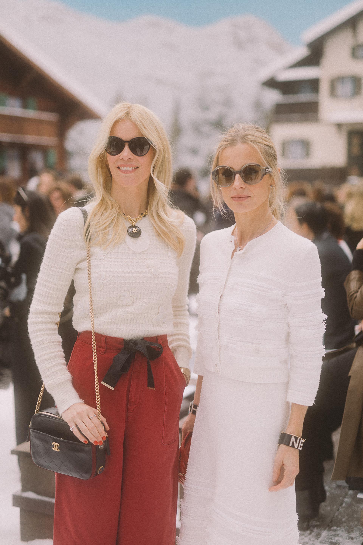 Claudia Schiffer emocionada por la presentación de la colección ready to wear de Chanel que tuvo lugar en el Grand Palais de París