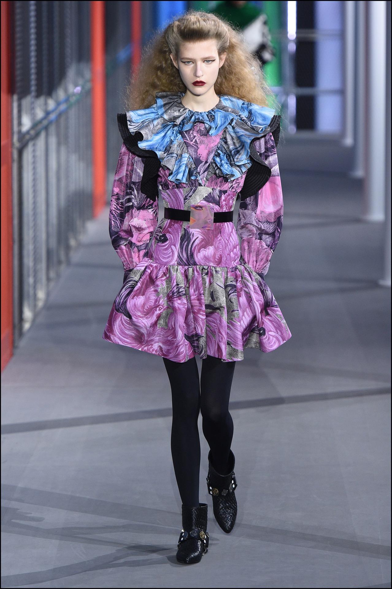 Volados y cinturas marcadas, dos ítems presentes en la pasarela de Louis Vuitton.