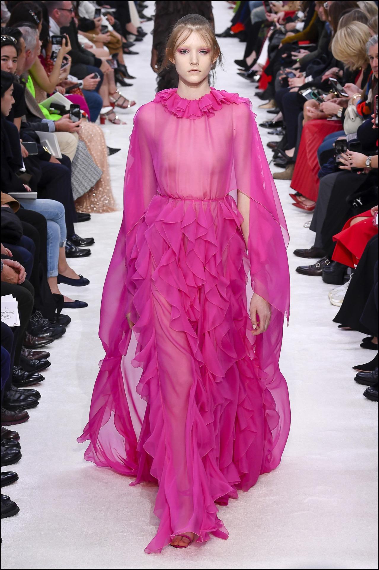 Colores shocking en la colección de Valentino.