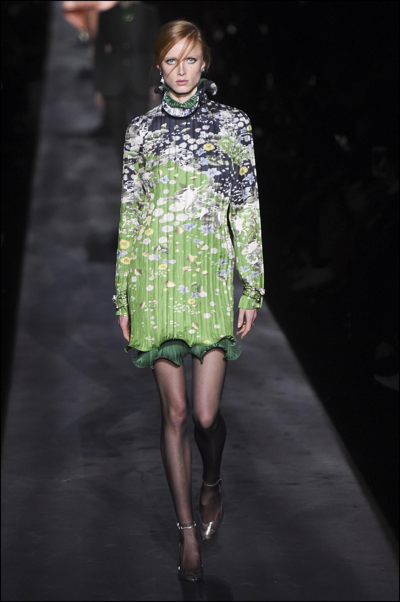 Vestidos cortos con estampas florales, una de las propuestas deGivenchy .