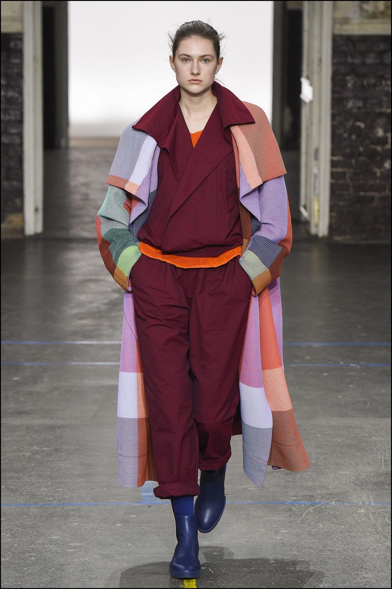 Issey Miyake presentó una nueva tela impresa con resina: blink.