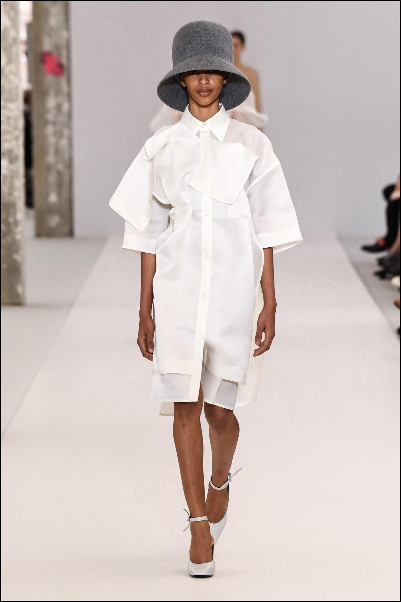 Un total look blanco en la colección de Nina Ricci.
