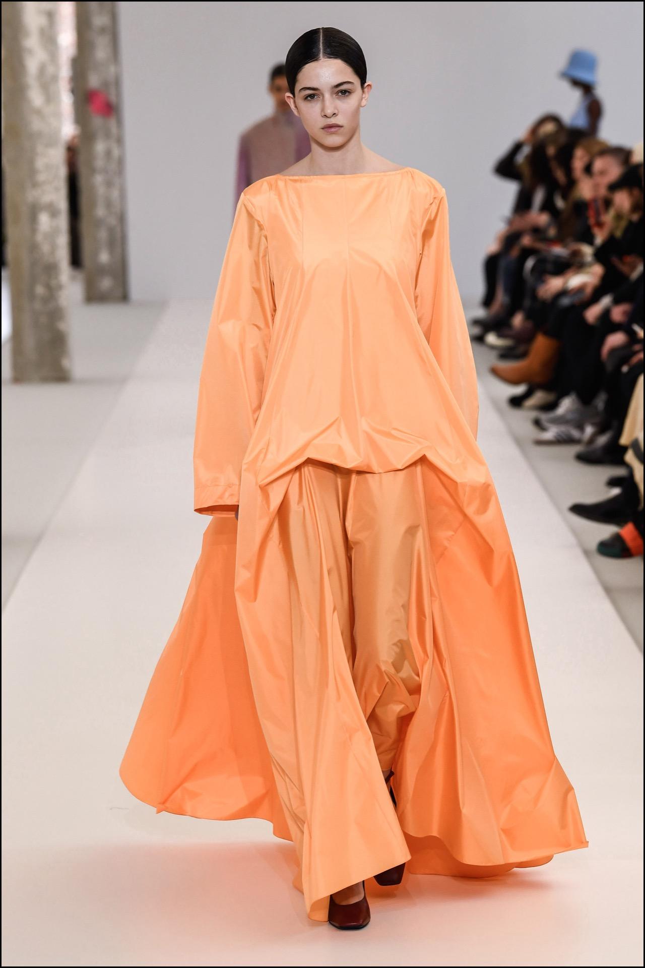 Vestido estilo paracaídas, una de las prendas más jugadas de Nina Ricci.