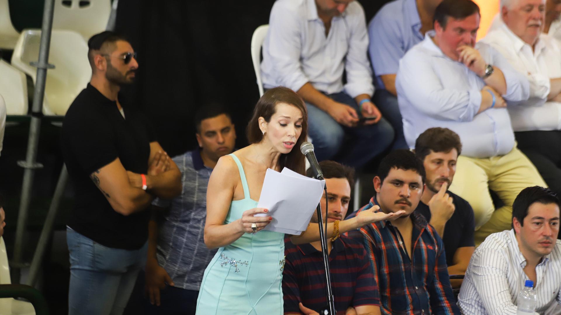 """Onetto leyó el poema """"Volveré y seré millones"""" (foto: Matías Baglietto)"""