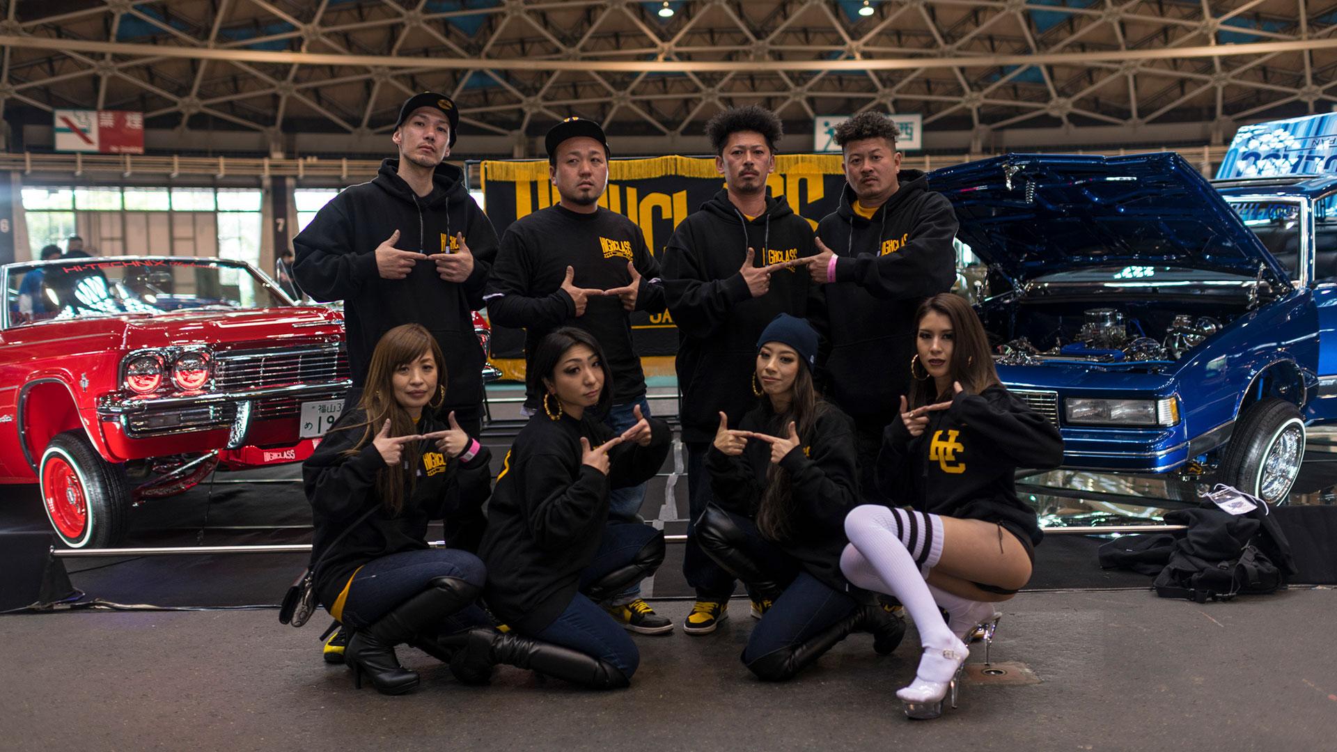 Los miembros del club de autos Highclass posan para una fotografía en Nagoya (The New York Times)