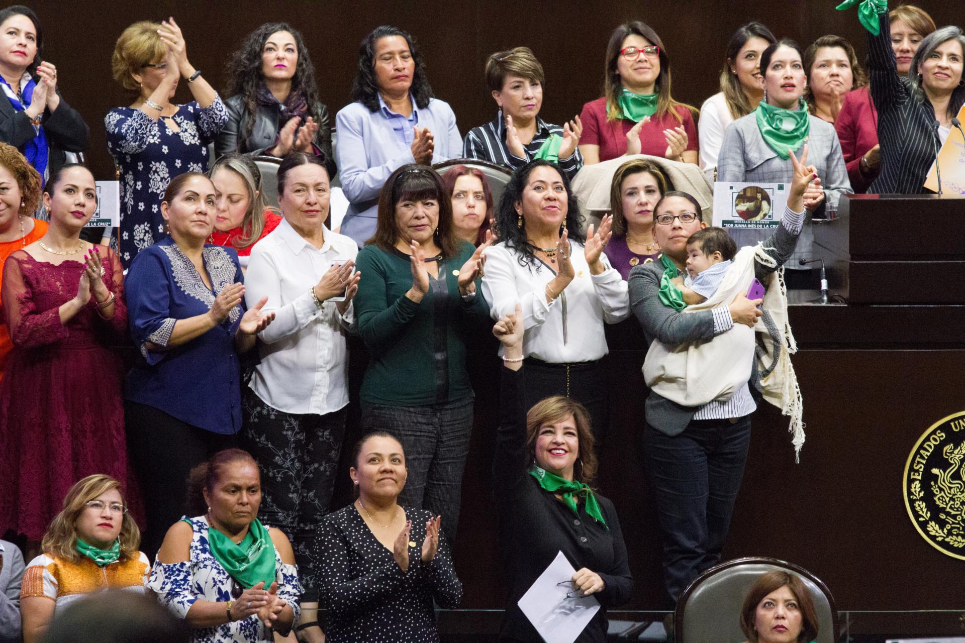 Diputadas de algunos partidos han hablado en tribuna sobre el derecho de la mujer a decidir sobre su cuerpo. (Foto: Caurtoscuro)