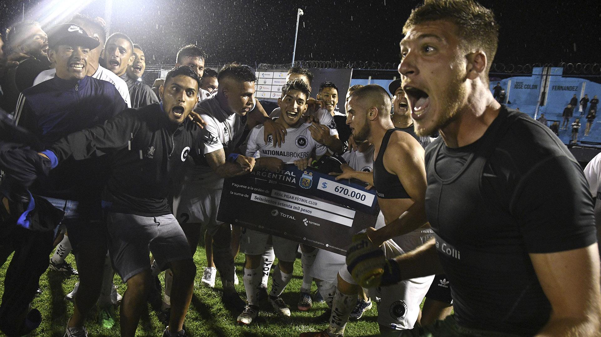 Real Pilar hizo historia y eliminó a Vélez Sarsfield de la Copa Argentina (Télam)