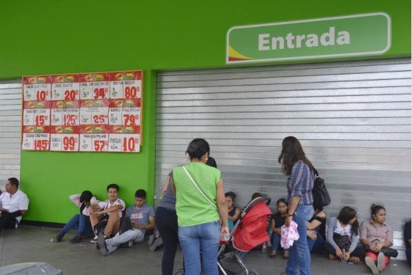 Otros formatos, como Bodega Aurrerá, también se sumarían a la huelga (Foto: Cuartoscuro)