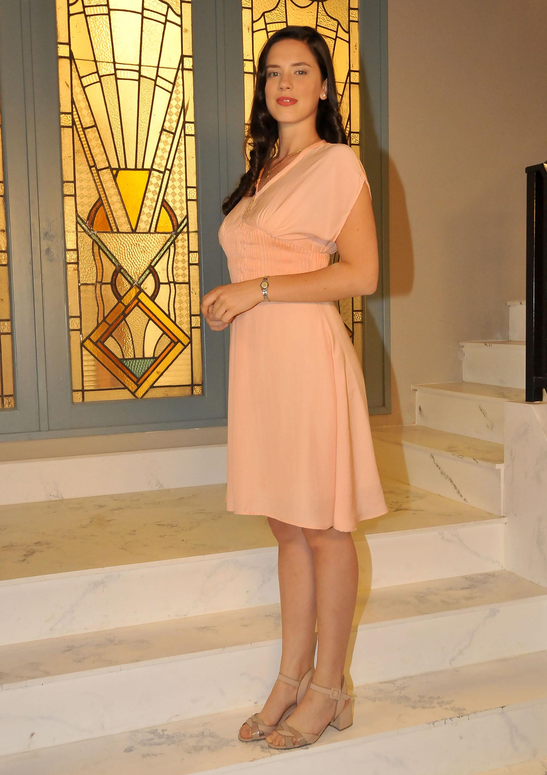 Delfina Chaves interpretará a Lucía Morel, una joven de una familia acomodada pero venida a menos en Buenos Aires. Será obligada a casarse con Torcuato